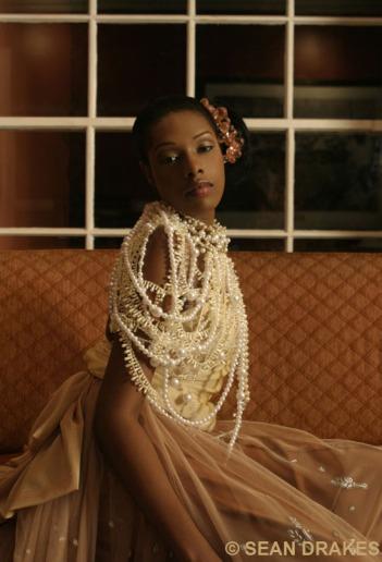 Gown: Nestea Sealy.